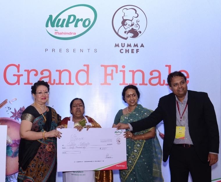 L -R Celebrity Chef Sarmistha Dey, winner of NuPro Mumma Chef 2016 Sikha Mukherjee, Deboshree Chakraborty, GM, Mahindra Agri Business & Mohan Nair, Senior GM, M&M Ltd at the grand finale.JPG